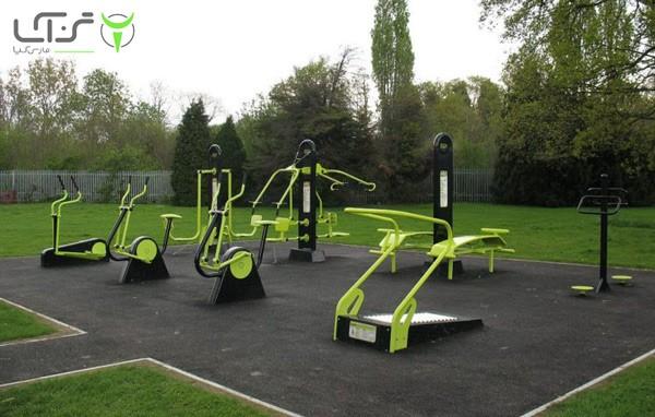 ورزش با دستگاه بدنسازی پارکی